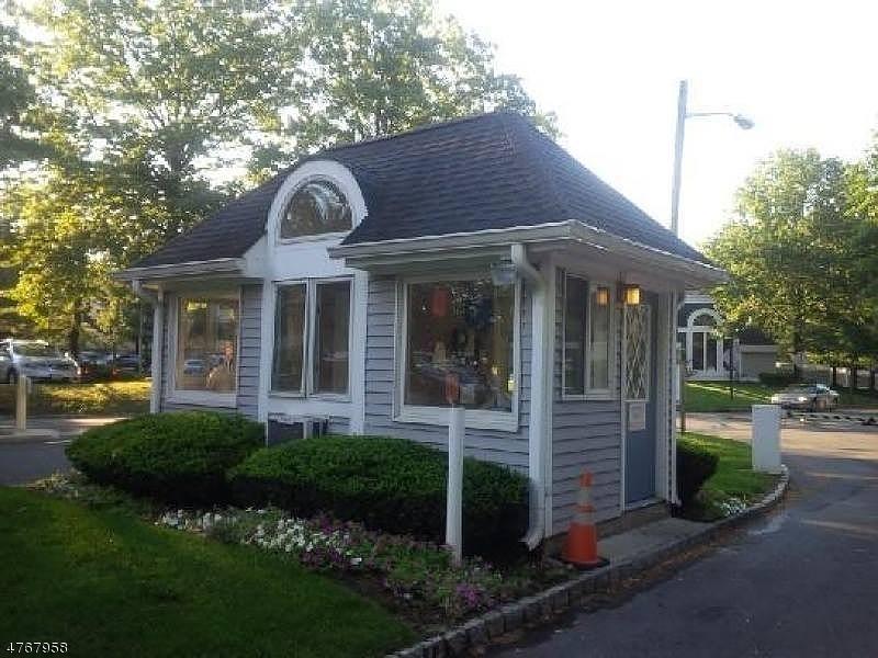 独户住宅 为 销售 在 211 BROADMOOR - 1 Union, 新泽西州 07083 美国