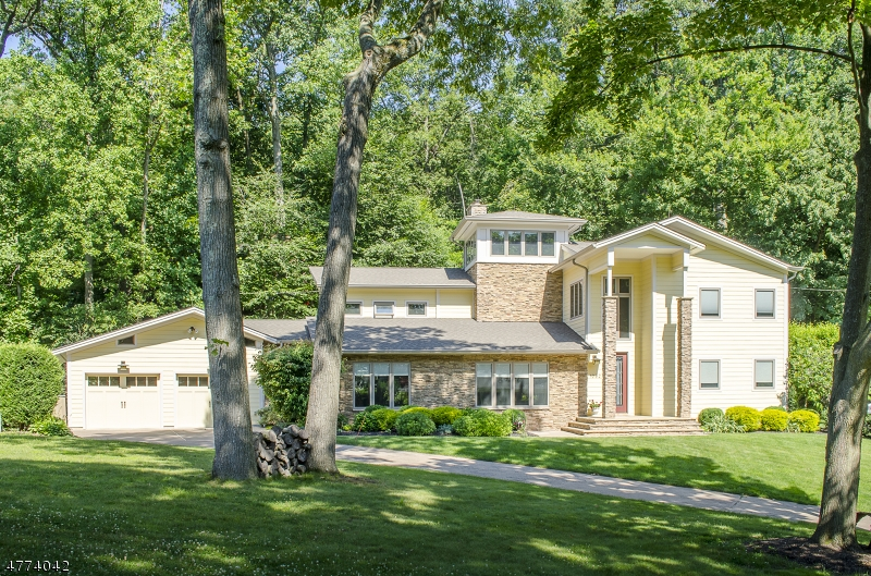 Single Family Home for Sale at 1082 Ledgewood Road Mountainside, New Jersey 07092 United States