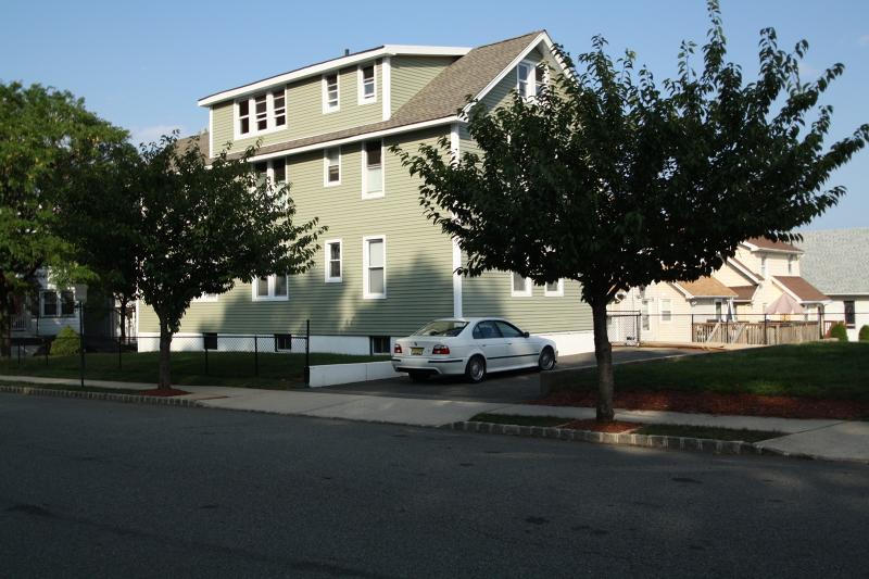 Moradia para Arrendamento às 103 Overlook Avenue Belleville, Nova Jersey 07109 Estados Unidos