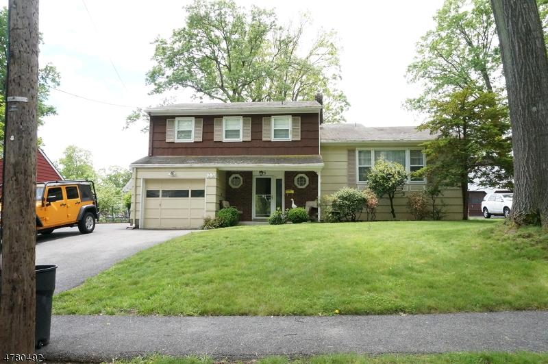 Частный односемейный дом для того Аренда на 33 Berkeley Place Livingston, Нью-Джерси 07039 Соединенные Штаты