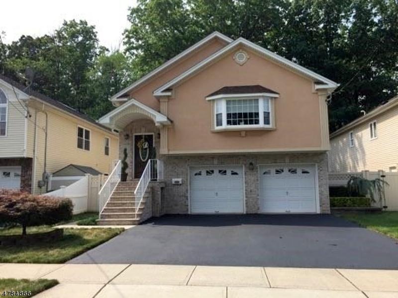 Maison unifamiliale pour l Vente à 715 E Blancke Street Linden, New Jersey 07036 États-Unis