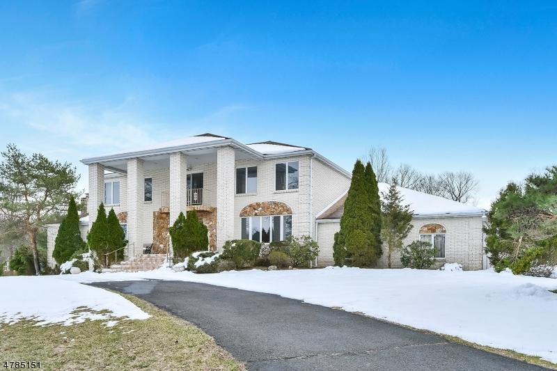 独户住宅 为 销售 在 12 Academy Road 凯尤斯, 新泽西州 07423 美国