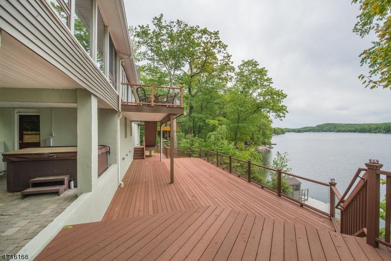 Maison unifamiliale pour l Vente à 1197 Lakeside Dr E Vernon, New Jersey 07422 États-Unis
