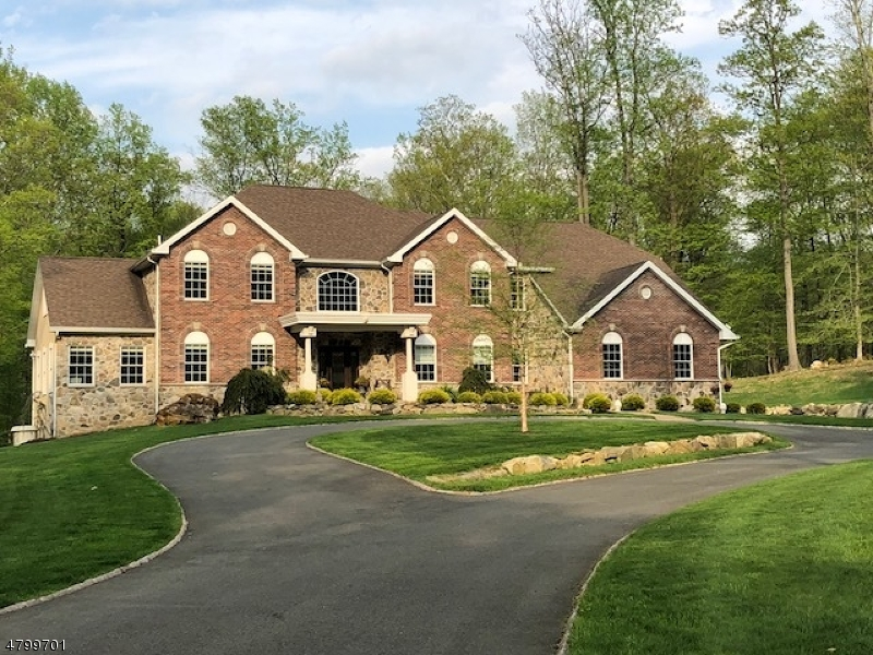Villa per Vendita alle ore 12 Lourdes Court Andover, New Jersey 07821 Stati Uniti