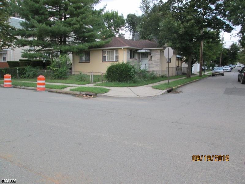 Maison unifamiliale pour l Vente à 433 Alden Street Orange, New Jersey 07050 États-Unis