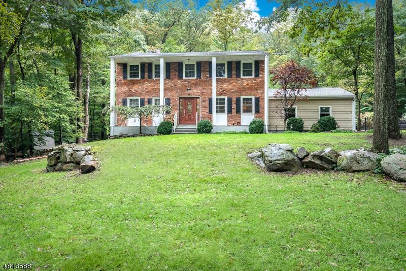 Casa Unifamiliar por un Venta en 12 CHERRY TREE Lane Kinnelon, Nueva Jersey 07405 Estados Unidos