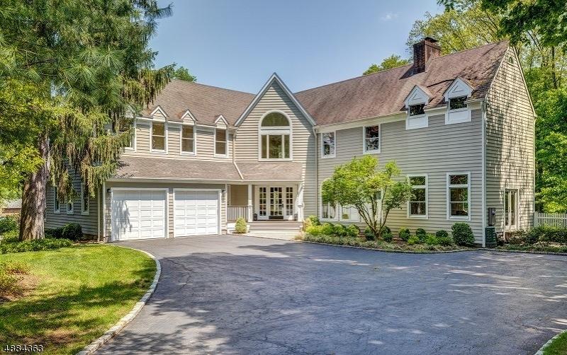 Частный односемейный дом для того Продажа на 84 Prospect Street Madison, Нью-Джерси 07940 Соединенные Штаты