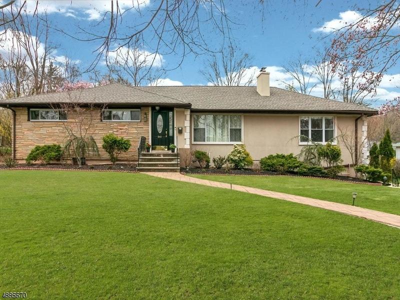 独户住宅 为 销售 在 241 PEMBROOK Road Mountainside, 新泽西州 07092 美国