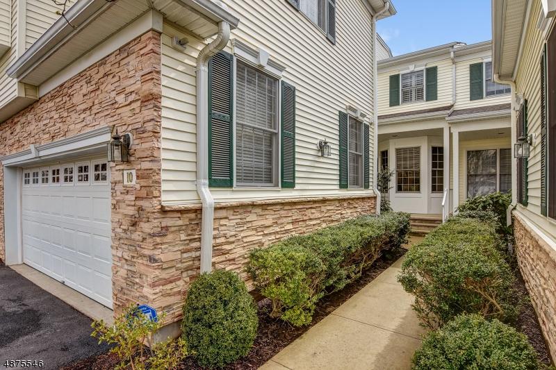 Кондо / дом для того Продажа на 10 PACIO Court Roseland, Нью-Джерси 07068 Соединенные Штаты