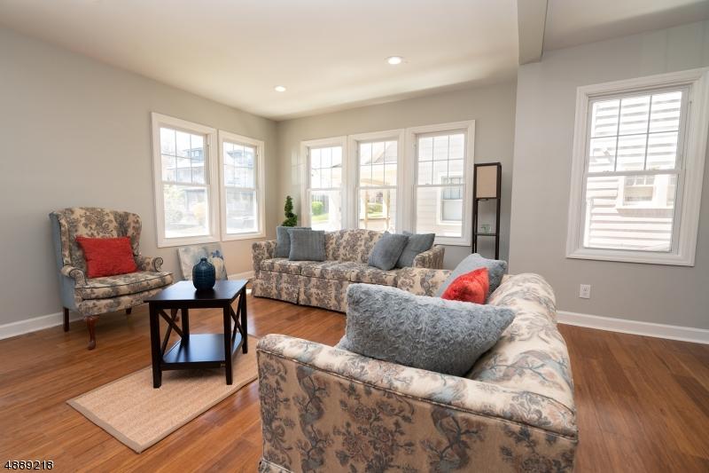 Maison unifamiliale pour l Vente à 24 SHERMAN Avenue East Orange, New Jersey 07017 États-Unis