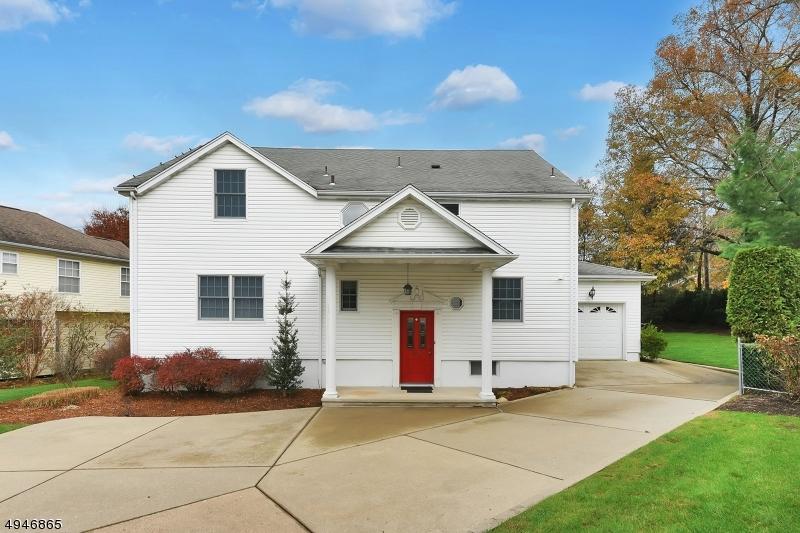 Single Family Homes für Verkauf beim Paramus, New Jersey 07652 Vereinigte Staaten