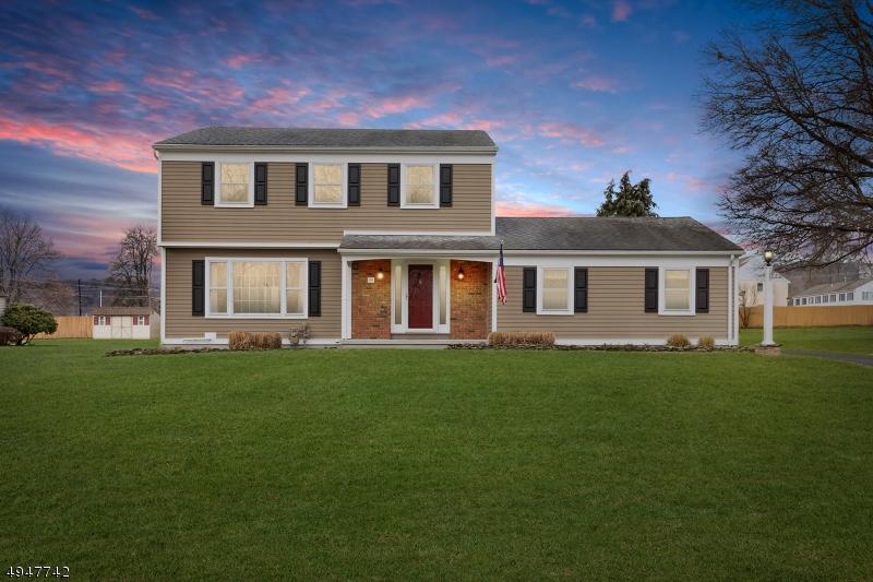 Single Family Homes для того Продажа на Califon, Нью-Джерси 07830 Соединенные Штаты