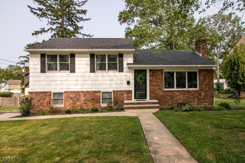 Single Family Homes для того Продажа на Fanwood, Нью-Джерси 07023 Соединенные Штаты