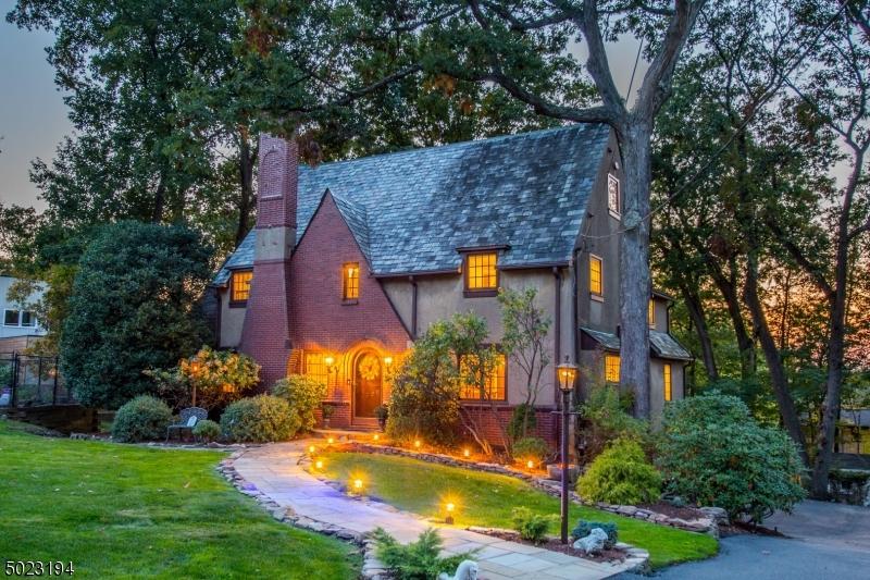 Single Family Homes por un Venta en Cedar Grove, Nueva Jersey 07009 Estados Unidos