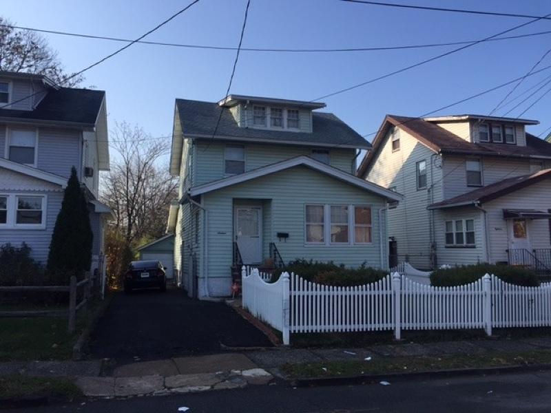 Частный односемейный дом для того Продажа на Address Not Available Irvington, Нью-Джерси 07111 Соединенные Штаты