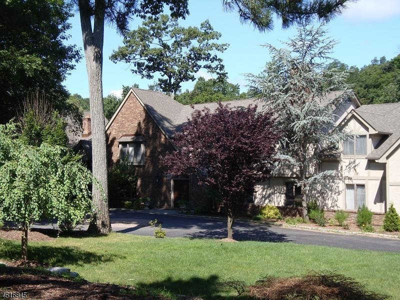 Single Family Home for Sale at 408 Saddle Back Trail Franklin Lakes, New Jersey 07417 United States