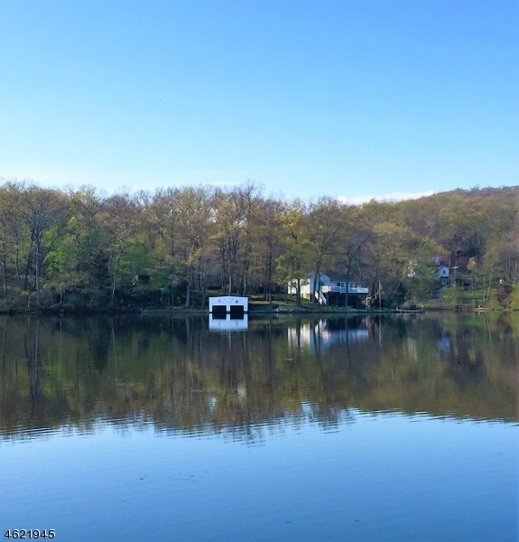Additional photo for property listing at 101 Lake Drive  Stanhope, New Jersey 07874 États-Unis