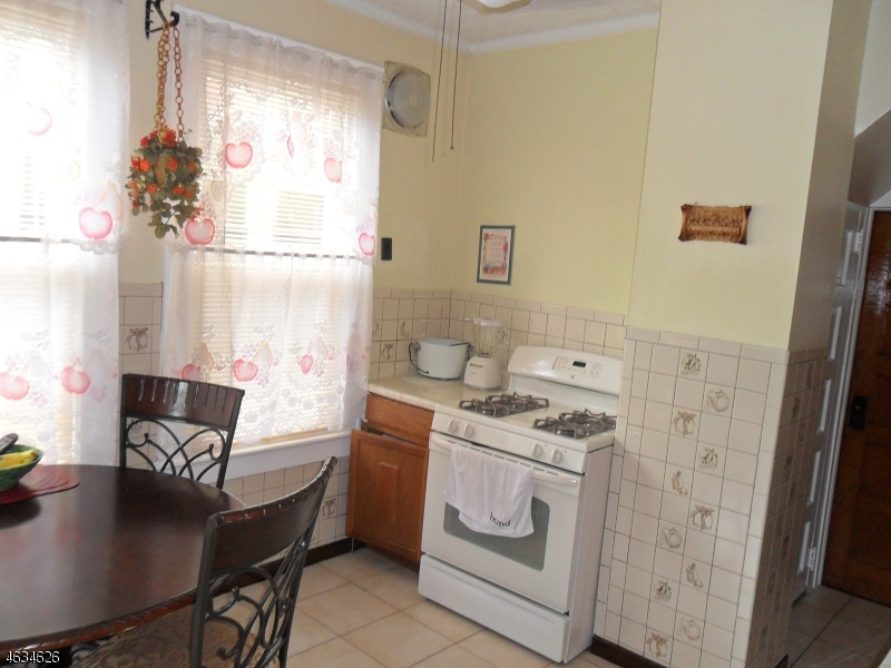 Additional photo for property listing at 3 W End Place  Elizabeth, 新泽西州 07202 美国