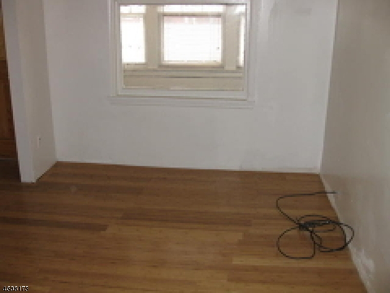 Additional photo for property listing at 81 Oakland Ter  Newark, New Jersey 07106 États-Unis
