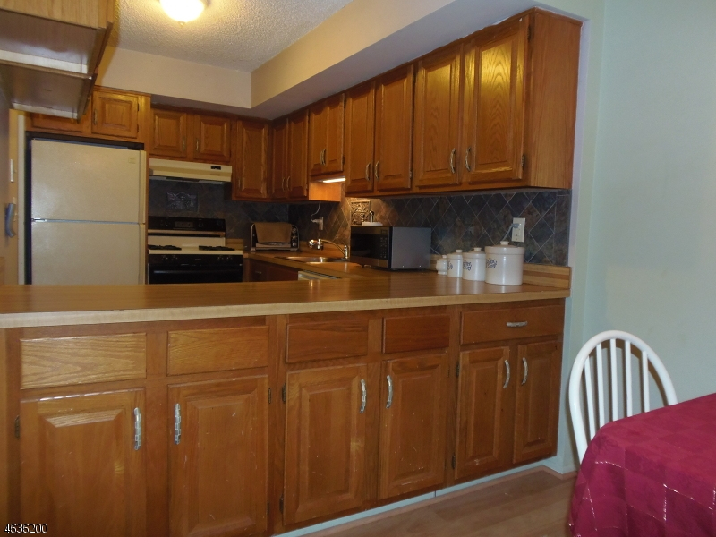 Additional photo for property listing at 19 Ivy Court  Wanaque, New Jersey 07465 États-Unis