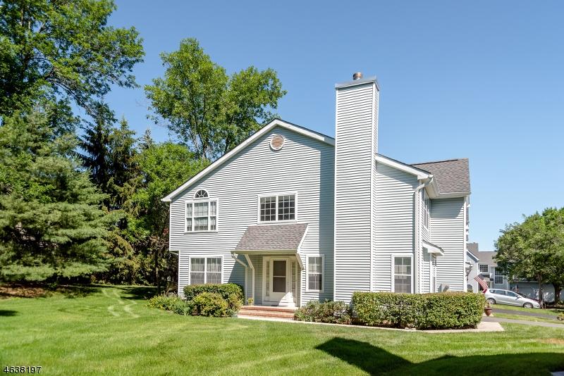 Maison unifamiliale pour l Vente à 61 Weatherhill Road Hamburg, New Jersey 07419 États-Unis
