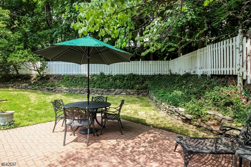 Additional photo for property listing at 5 Hillview Ter  Glen Rock, Nueva Jersey 07452 Estados Unidos