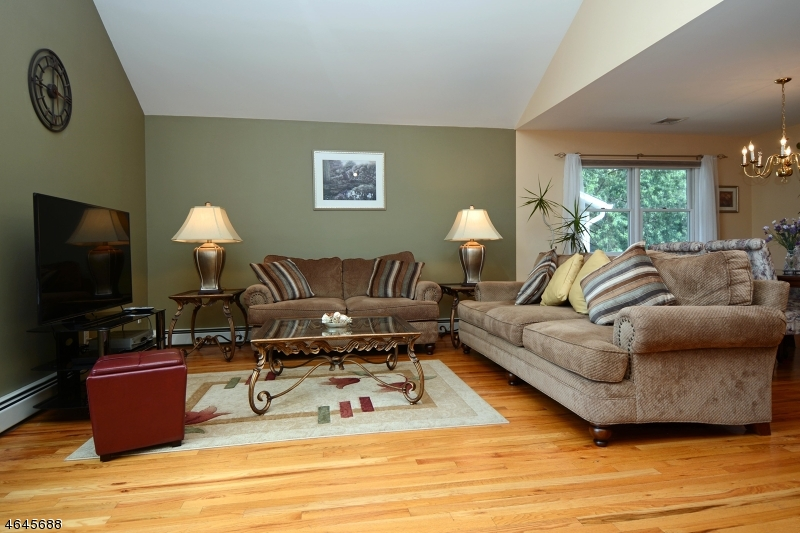 Additional photo for property listing at 8-04 FOREST Street  Fair Lawn, Nueva Jersey 07410 Estados Unidos