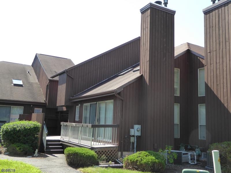 Maison unifamiliale pour l Vente à 4241 BLOOMINGDALE Drive Hillsborough, New Jersey 08844 États-Unis