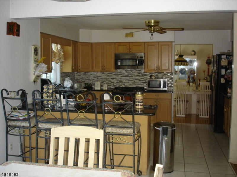 Additional photo for property listing at 33 Ryan Lane  Lincoln Park, Нью-Джерси 07035 Соединенные Штаты