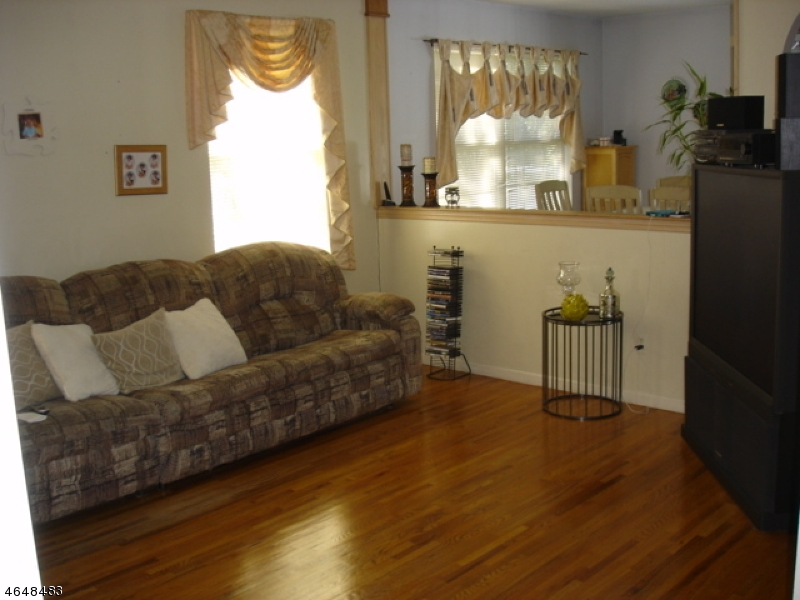 Additional photo for property listing at 33 Ryan Lane  Lincoln Park, New Jersey 07035 United States