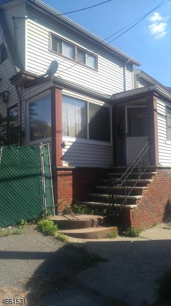 独户住宅 为 销售 在 24 Hoffman Place Irvington, 新泽西州 07111 美国