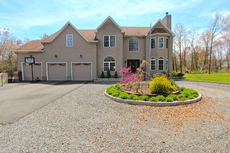 Casa Unifamiliar por un Venta en 2197 Jackson Street Hillsborough, Nueva Jersey 08844 Estados Unidos