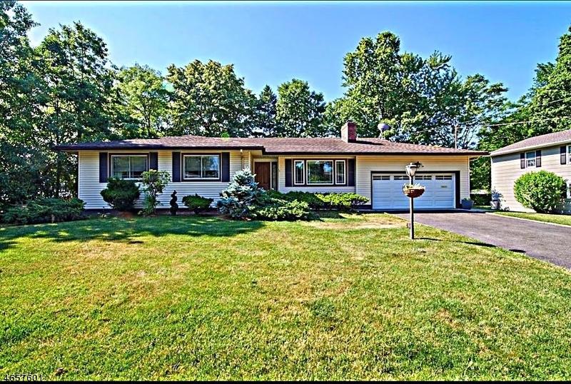 独户住宅 为 销售 在 17 Princeton Road 克兰弗德, 07016 美国