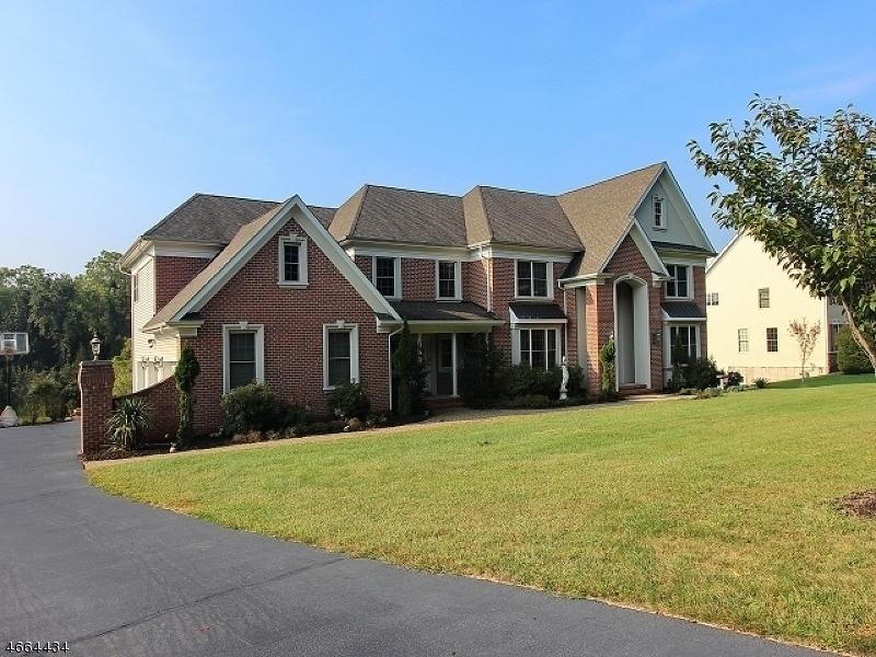 Частный односемейный дом для того Продажа на 8 Meadow View Court Somerville, 08876 Соединенные Штаты