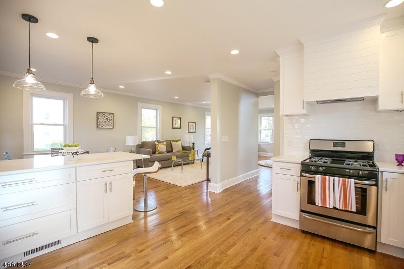 Maison unifamiliale pour l Vente à 233 Burnett Avenue Maplewood, New Jersey 07040 États-Unis
