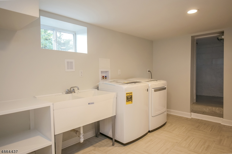 Additional photo for property listing at 233 Burnett Avenue  Maplewood, New Jersey 07040 États-Unis