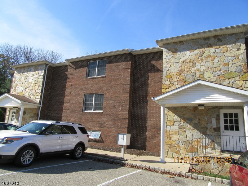Частный односемейный дом для того Аренда на 37 E Main Street Rockaway, Нью-Джерси 07866 Соединенные Штаты