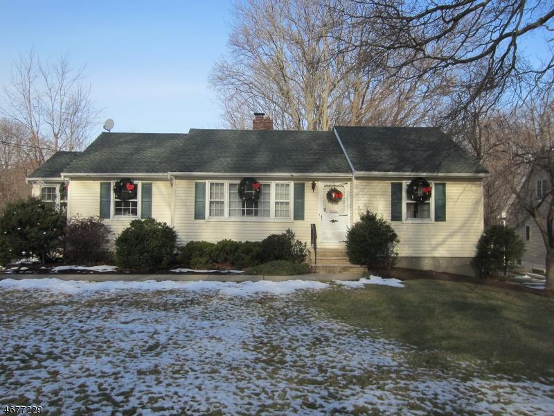 Частный односемейный дом для того Аренда на 276 Malapardis Road Morris Plains, Нью-Джерси 07950 Соединенные Штаты