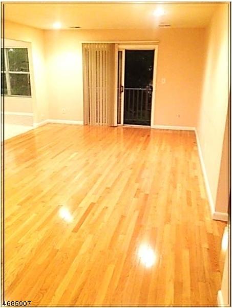 Частный односемейный дом для того Аренда на 4 Jennifer Drive East Hanover, Нью-Джерси 07936 Соединенные Штаты