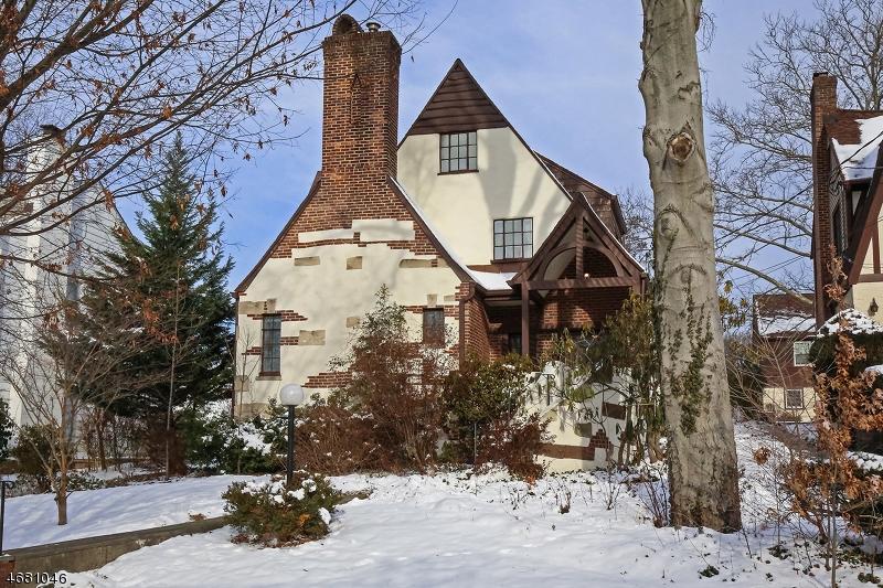 独户住宅 为 销售 在 43 Greenwood Drive 米尔本, 新泽西州 07041 美国