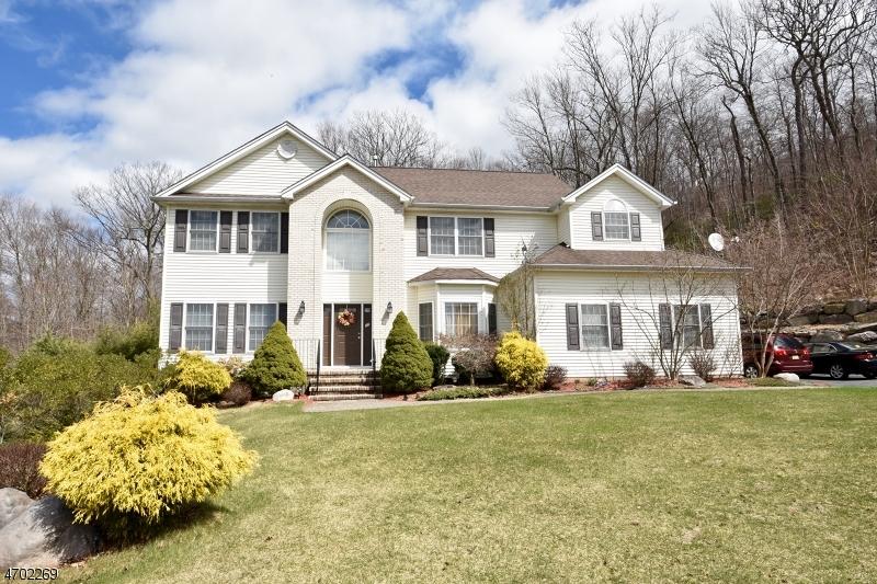 Частный односемейный дом для того Аренда на 12 Meredith Court Oak Ridge, Нью-Джерси 07438 Соединенные Штаты