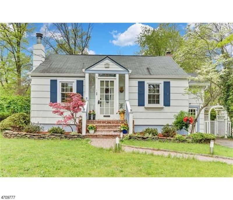 Single Family Home for Sale at 73 Kentnor St Metuchen, New Jersey 08840 United States