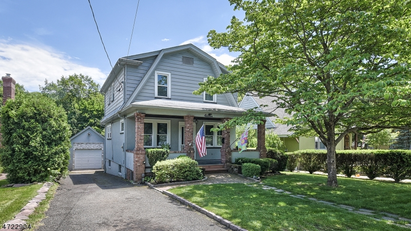 Single Family Home for Sale at 11 Walnut Street Montvale, New Jersey 07645 United States