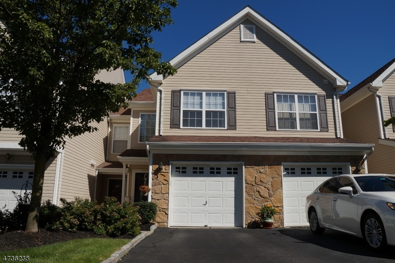Single Family Home for Sale at 136 Mountainside Drive Pompton Lakes, 07442 United States