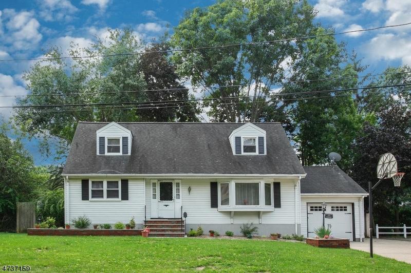 Частный односемейный дом для того Продажа на 9 Cardinal Court Montvale, Нью-Джерси 07645 Соединенные Штаты