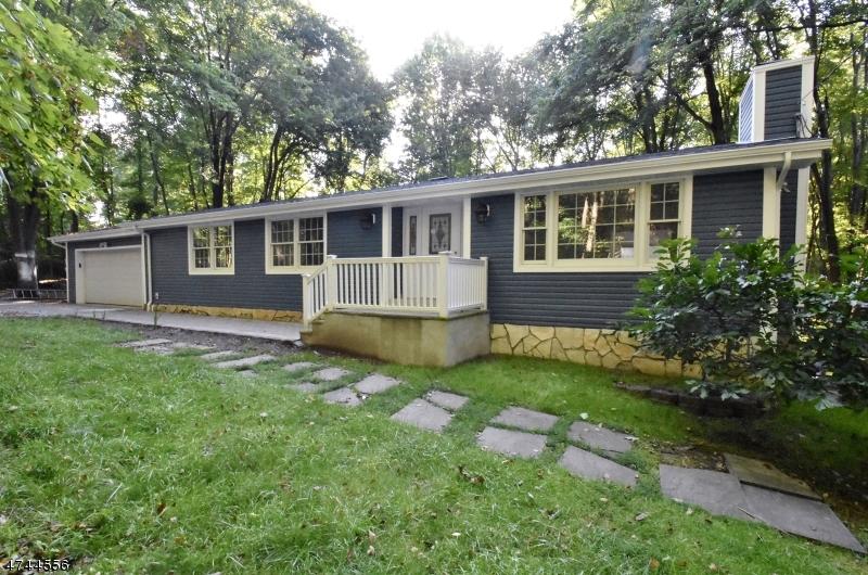 Einfamilienhaus für Verkauf beim 236 Andover Sparta Road 236 Andover Sparta Road Andover Township, New Jersey 07860 Vereinigte Staaten