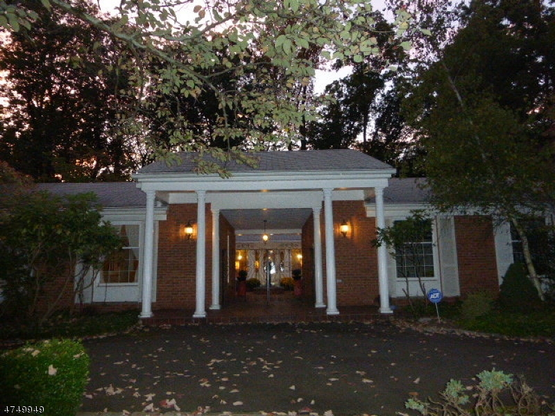 Casa Unifamiliar por un Alquiler en 75 Deer Run Watchung, Nueva Jersey 07069 Estados Unidos