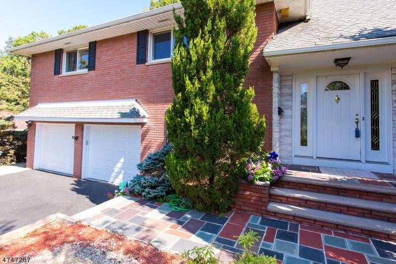واحد منزل الأسرة للـ Sale في 96 VINCENT Drive 96 VINCENT Drive Clifton, New Jersey 07013 United States