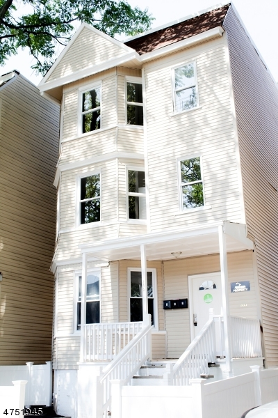 Частный односемейный дом для того Аренда на 205 N 15th Street East Orange, Нью-Джерси 07017 Соединенные Штаты