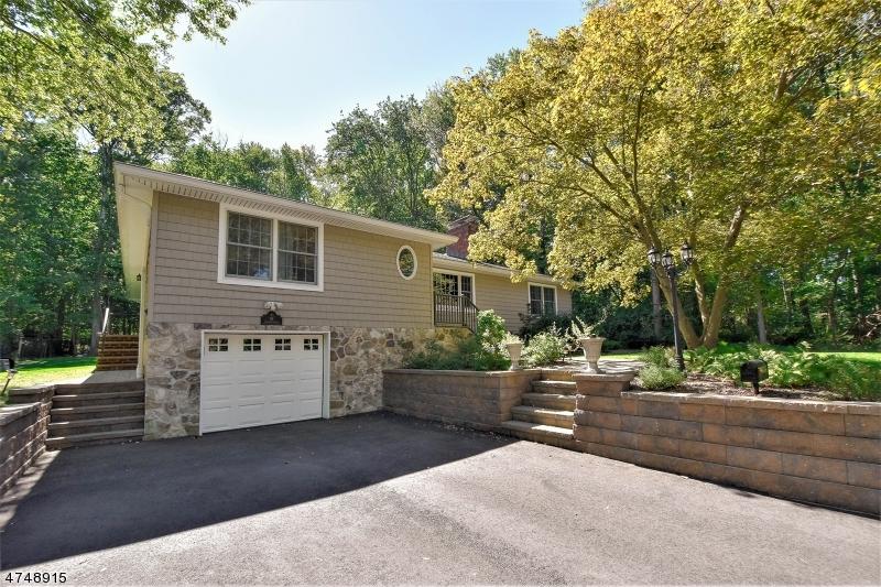 Einfamilienhaus für Verkauf beim 91 Hamilton Avenue 91 Hamilton Avenue Berkeley Heights, New Jersey 07922 Vereinigte Staaten